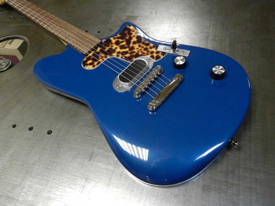 Roadrunner Contour Sapphire Blue Metallic 905